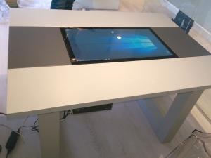 Mesa tactil personalizada para CLINICAS MOONZ